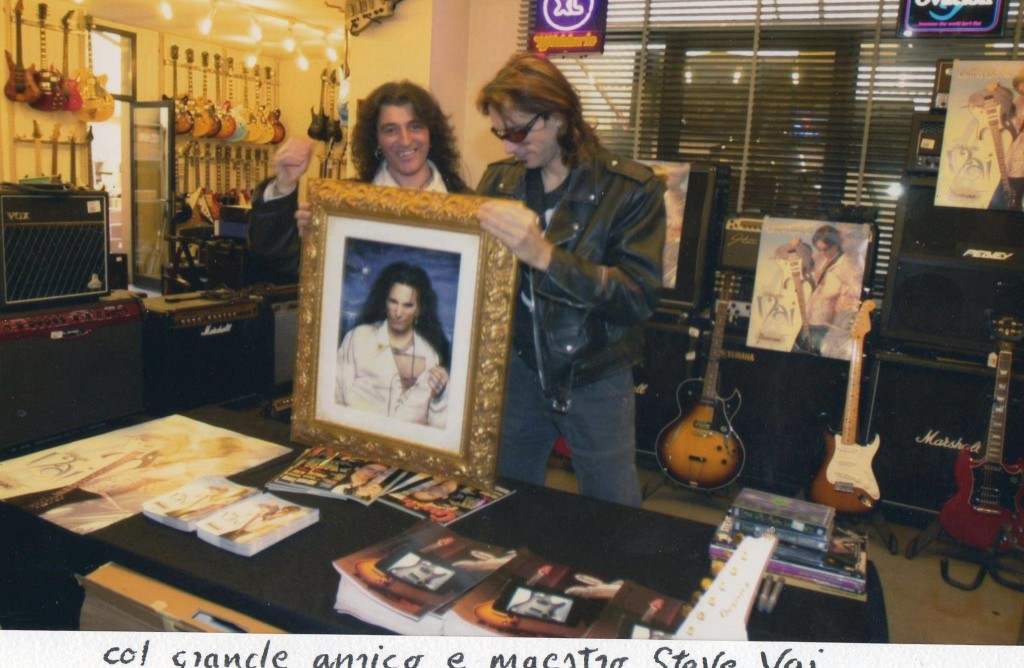 Jean Merech in una foto con il grande chitarrista e maestro Steve Vai